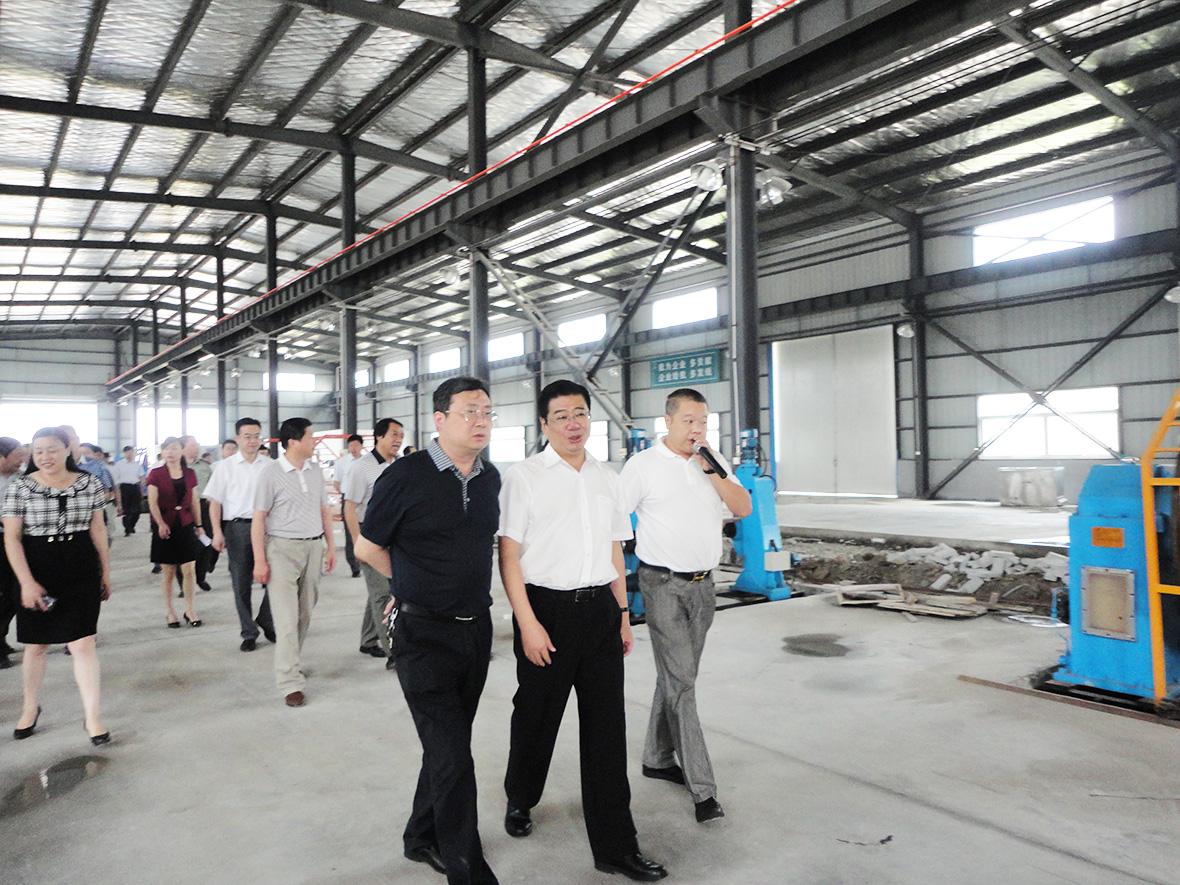 2014年6月市领导访问电缆车间